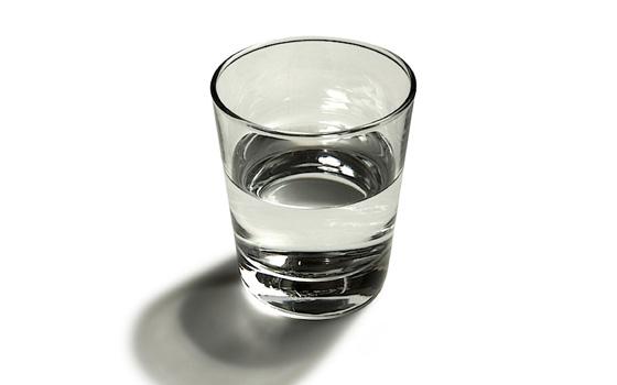 половина стакана воды